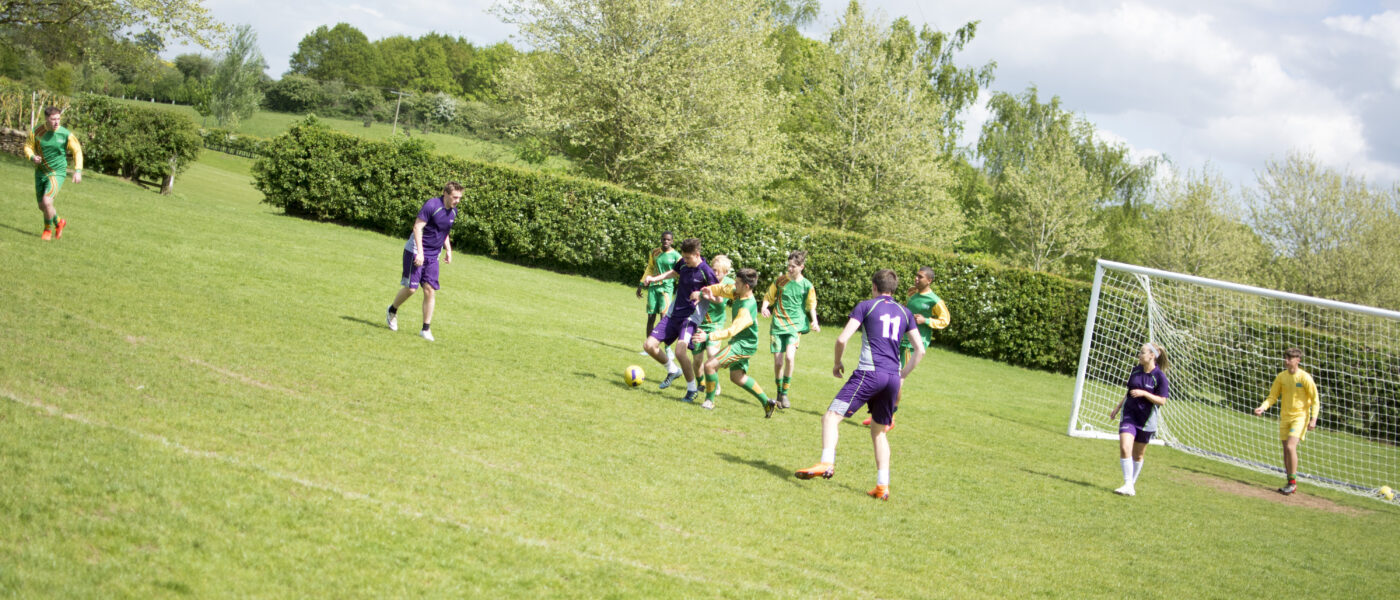 P13764 Football Match Play 10